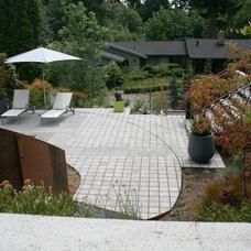 Contemporary Landscape by Banyon Tree Design Studio