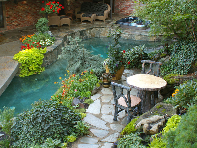 Traditional Landscape by Land Expressions LLC