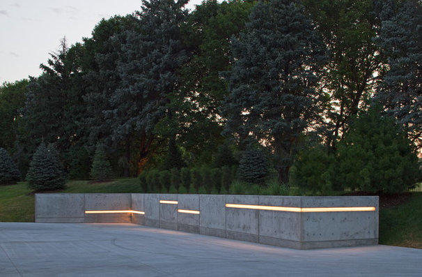 Contemporary Landscape by McKay Landscape Lighting