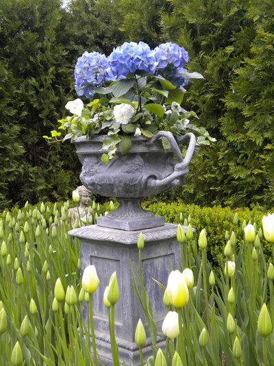 American Traditional Garden by Scott Byron & Co., Inc.