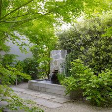 Traditional Landscape by ROCHE+ROCHE Landscape Architecture