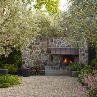 Klassischer Garten mit Kamin in San Francisco
