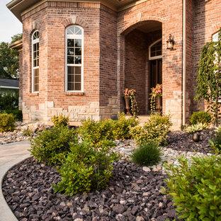 Diseño de jardín clásico en patio delantero