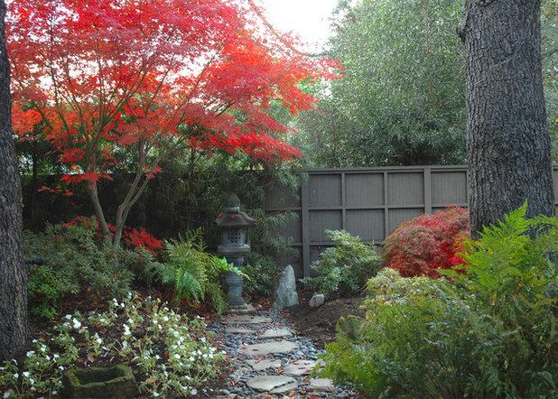 Asiatisch Garten by Richard Kramer