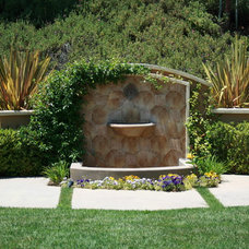 Traditional Landscape by Belle Terre Landscapes