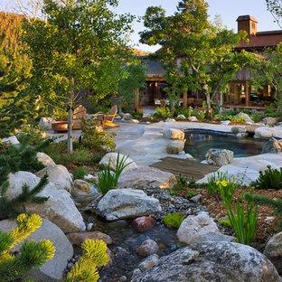 デンバーの大きいアジアンスタイルのおしゃれな庭 (半日向、天然石敷き) の写真