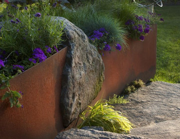 Steel and stone retaining walll