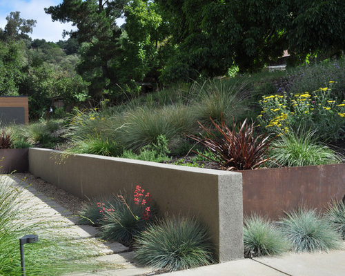 Stucco retaining wall houzz for Stucco garden wall designs