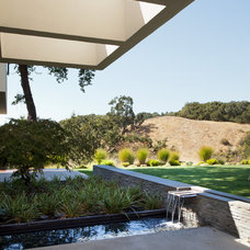 Modern Landscape by Swatt | Miers Architects