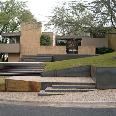 This is an example of a modern retaining wall landscape in Austin.