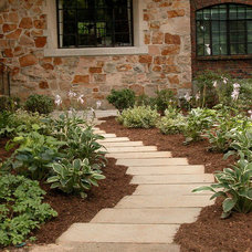 Contemporary Landscape by Sirius Landscapes, Inc.