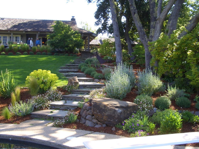 Sloped front yard landscaping for Garden design ideas houzz