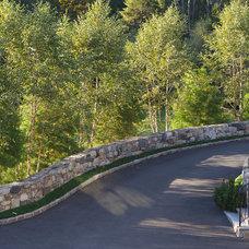 Traditional Landscape by Conte & Conte, LLC
