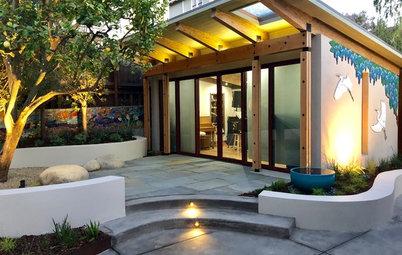 Modern Curves Grace a California Backyard