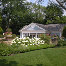 Traditional Landscape by Western DuPage Landscaping, Inc.