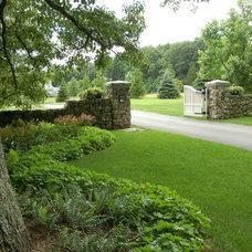 Traditional Landscape by Paul Maue Associates Landscape Architects