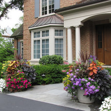 Traditional Landscape by Greenhaven Landscapes Inc