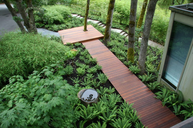 Contemporary Landscape by Mosaic Gardens
