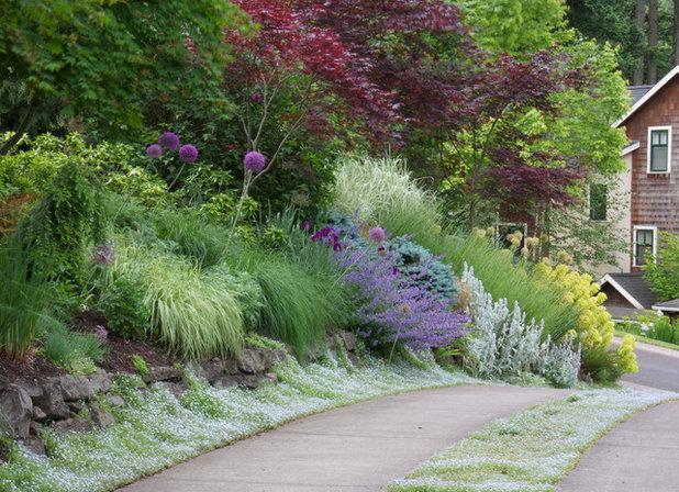 トラディショナル 庭 by Mosaic Gardens