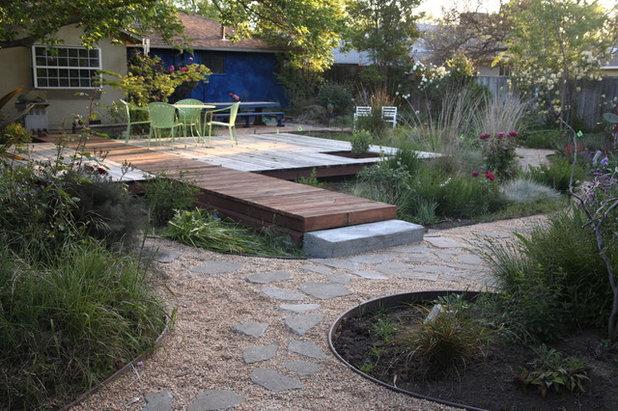 Contemporary Landscape by Luciole Design Inc.