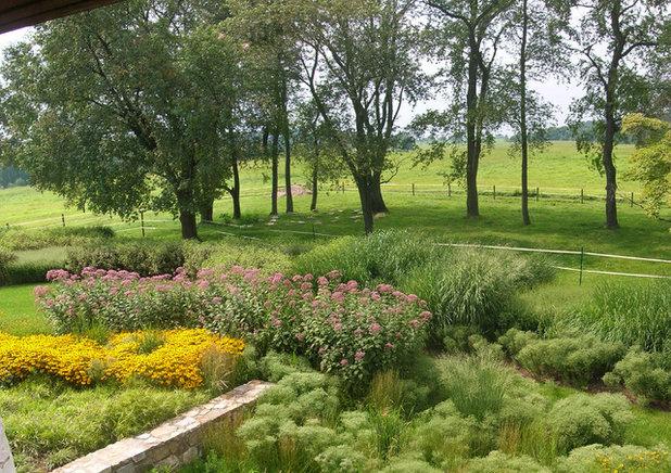 Rustic Garden by jonathan alderson landscape architects, inc.