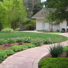 Traditional Landscape by Calvin Craig Landscaping