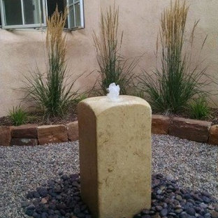 Inspiration for a southwestern landscaping in Albuquerque.