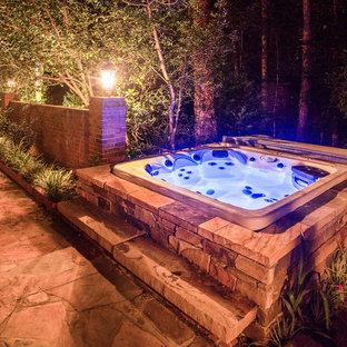 Esempio di un piccolo giardino formale american style esposto in pieno sole dietro casa in inverno con fontane e pavimentazioni in pietra naturale