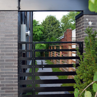 Inspiration for a contemporary side yard landscaping in Toronto.