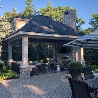 Mittelgroße Urige Gartenkamin hinter dem Haus mit Pflasterklinker in Detroit
