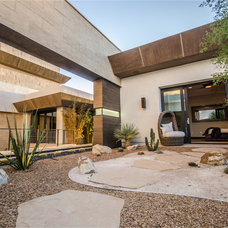 Modern Landscape by Two Trails | Green Building Consulting