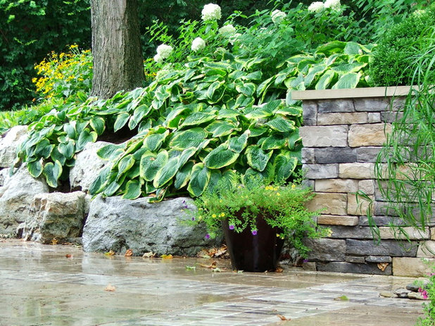 Traditional Garden by Fullmer's Landscaping, Inc