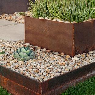 Geometrischer, Mittelgroßer Moderner Vorgarten mit direkter Sonneneinstrahlung und Wüstengarten in Phoenix