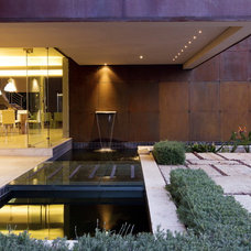 Contemporary Landscape by Nico van der Meulen Architects