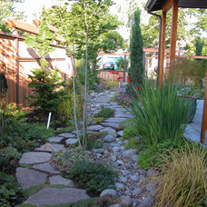 Contemporary Landscape by Stangeland and Associates