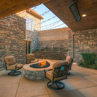Photo of a transitional landscaping in Denver.