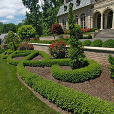 Traditional Landscape by K&H Landscape and Grounds Maintenance
