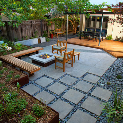 Inspiration for a small modern shade courtyard landscaping in Sacramento.