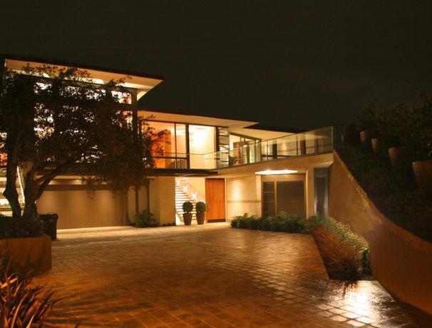 Modern Landscape by Sutton Suzuki Architects