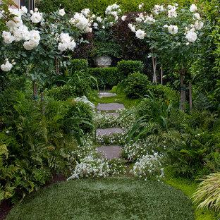 Foto di un giardino shabby-chic style nel cortile laterale