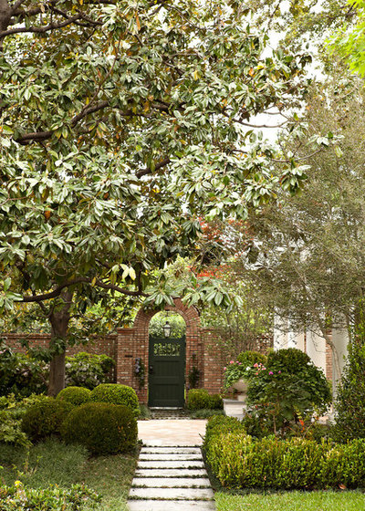 Traditional Landscape by Southern Botanical, Inc.