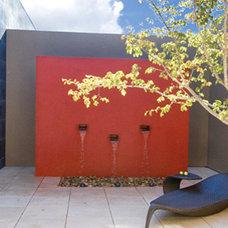 Contemporary Landscape by TONY IVEY & ASSOCIATES LLC