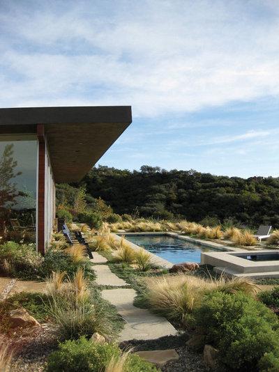 Moderno Jardín by GEL: Griffin Enright Landscape