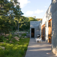 Contemporary Landscape by Lane Goodkind Landscape Architect