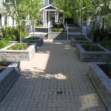 Contemporary Landscape by Cavalry Construction Group Ltd. (The)