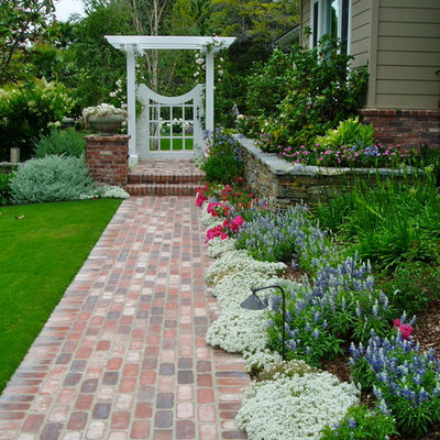 Photo of a traditional full sun side yard brick flower bed in San Diego.