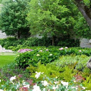 Klassischer Garten mit Kamin in Dallas