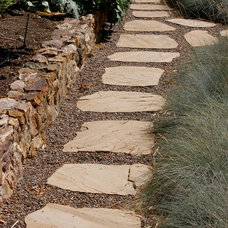 traditional landscape by Shades Of Green Landscape Architecture