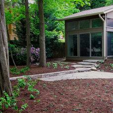Traditional Landscape by Lisa Wilcox Deyo Landscape Architecture