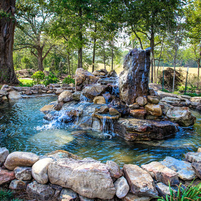 Design ideas for a traditional water fountain landscape in Little Rock.